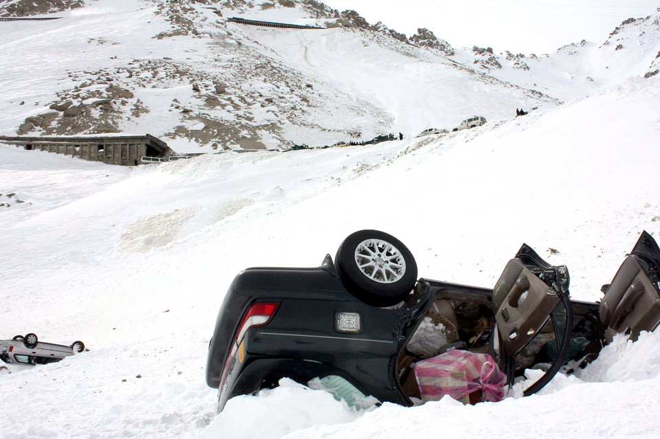 Afghans dig for survivors after avalanches kill 166
