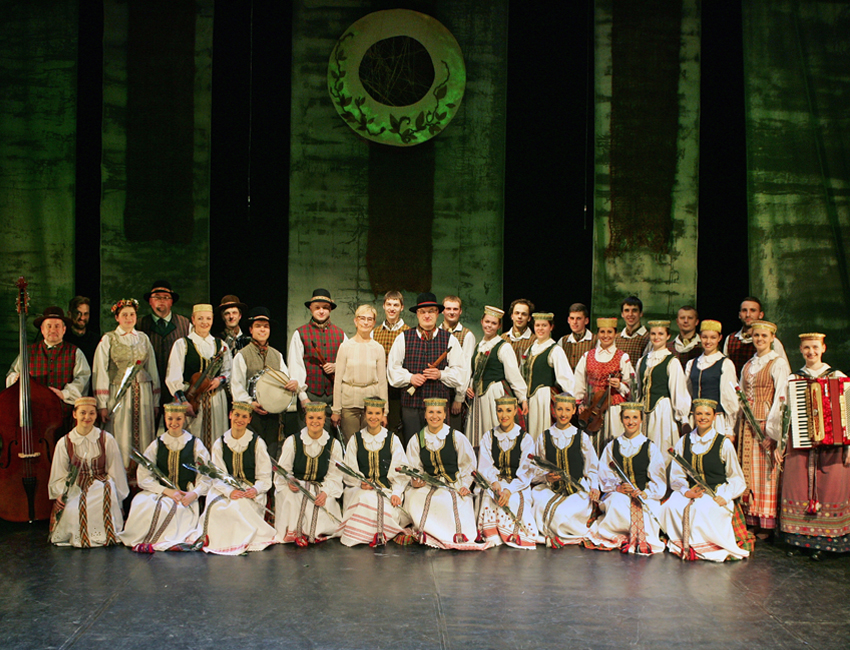 Lithuanian Folk Ensemble Set to Perform at UNO