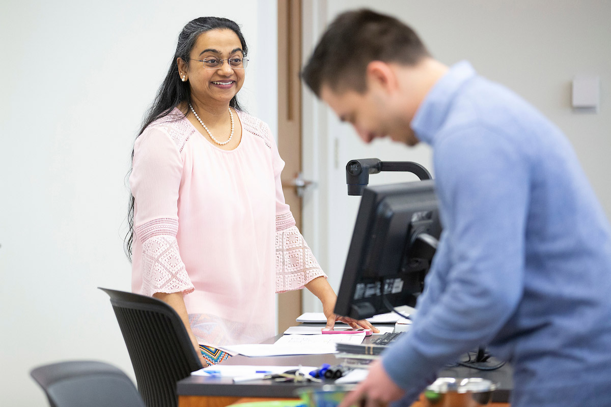 Dr. Roopa Venkatesh teaches an accounting class